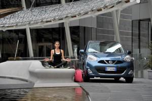 Nissan Micra на дороге